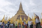 Birmanie : Rangoon, la pagode Shwedagon.